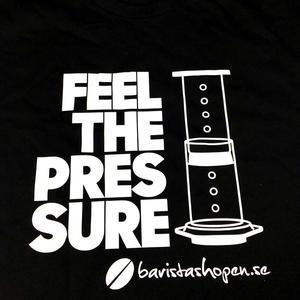 Baristashopen - Svart t-shirt med Aeropress-tryck - Textil i mycket hög kvalitet