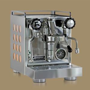 Rocket Espresso Milano - Appartamento - Koppardetaljer i sidopanelerna - Espressomaskin