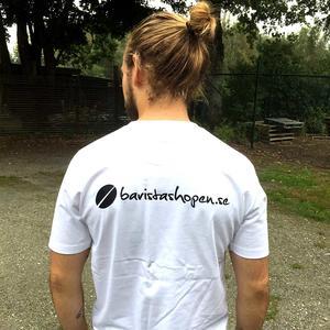 Baristashopen - Vit t-shirt med Aeropress-tryck - Textil i mycket hög kvalitet