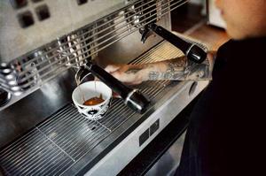 Salong Betong och Johan & Nyström - Carnivales Cappuccino-/kaffekopp med fat